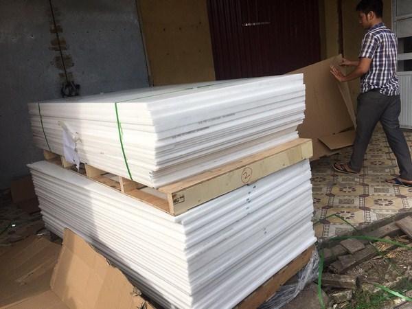 Giá nhựa Pom cây